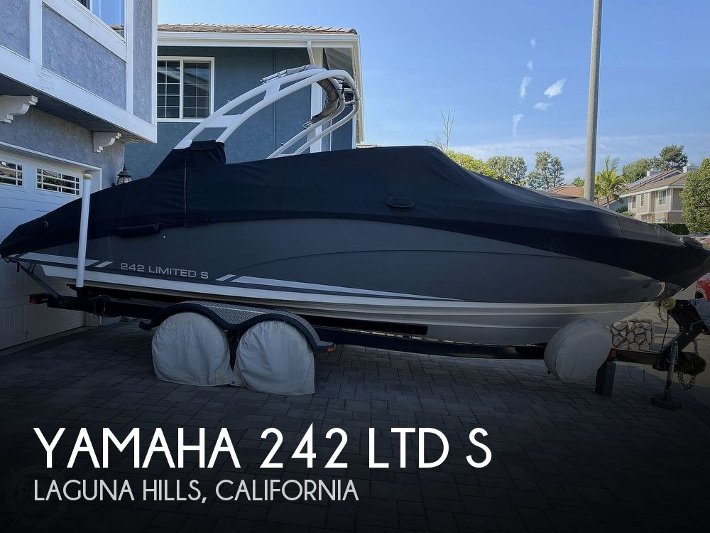 2015 Yamaha boat for sale, model of the boat is 242 Ltd S & Image # 1 of 40