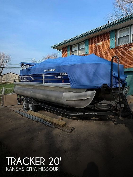 Used Pontoon Boats For Sale in Missouri by owner | 2017 Tracker 20
