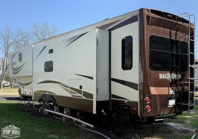 Immaculate Fifth Wheel With Lots Of Options !!