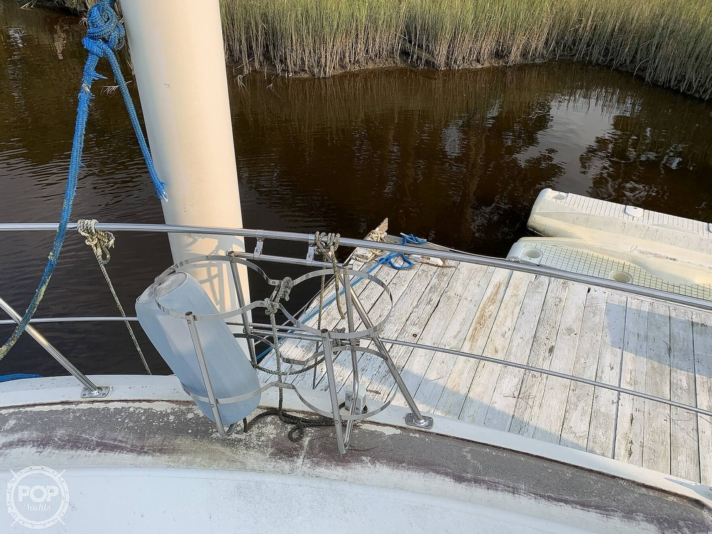 1994 Carver boat for sale, model of the boat is 390 Aft Cabin & Image # 9 of 40