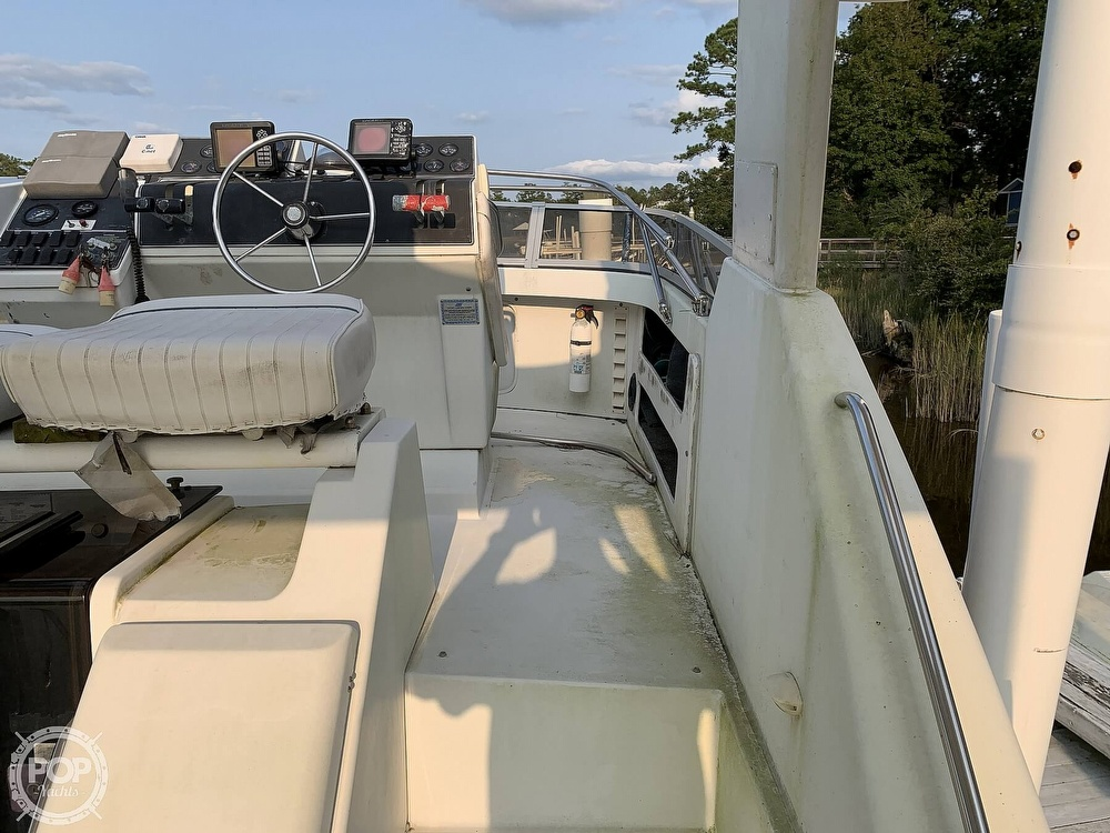 1994 Carver boat for sale, model of the boat is 390 Aft Cabin & Image # 28 of 40
