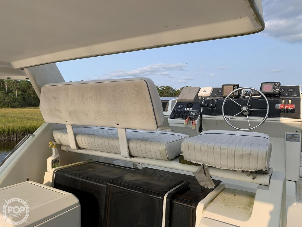 1994 Carver boat for sale, model of the boat is 390 Aft Cabin & Image # 29 of 40
