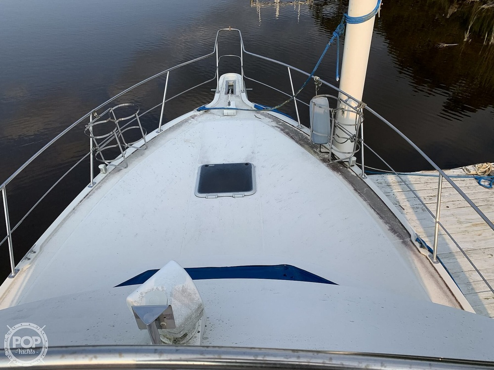 1994 Carver boat for sale, model of the boat is 390 Aft Cabin & Image # 32 of 40