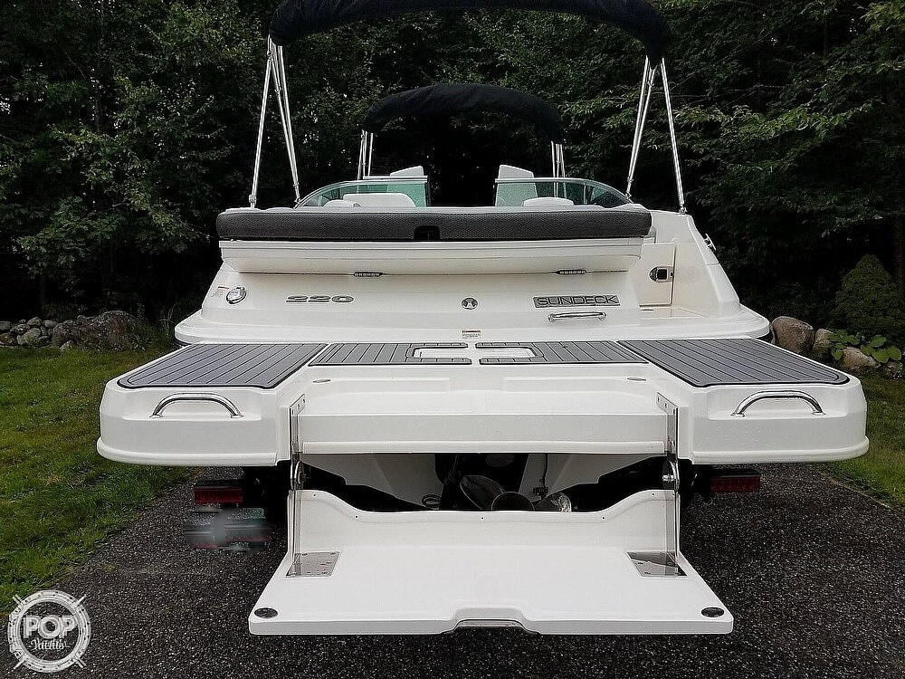 2016 Sea Ray boat for sale, model of the boat is 220 Sundeck & Image # 16 of 21