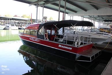2005 Magnum Marine 28