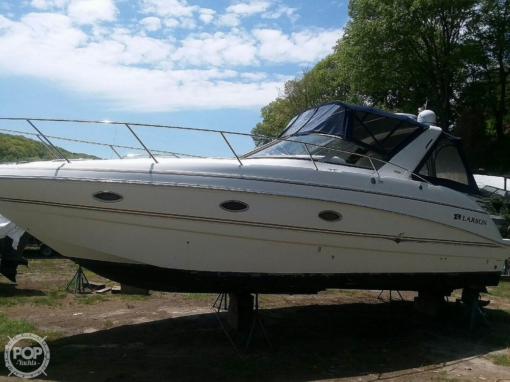 2005 Larson boat for sale, model of the boat is Cabrio 330 & Image # 2 of 40