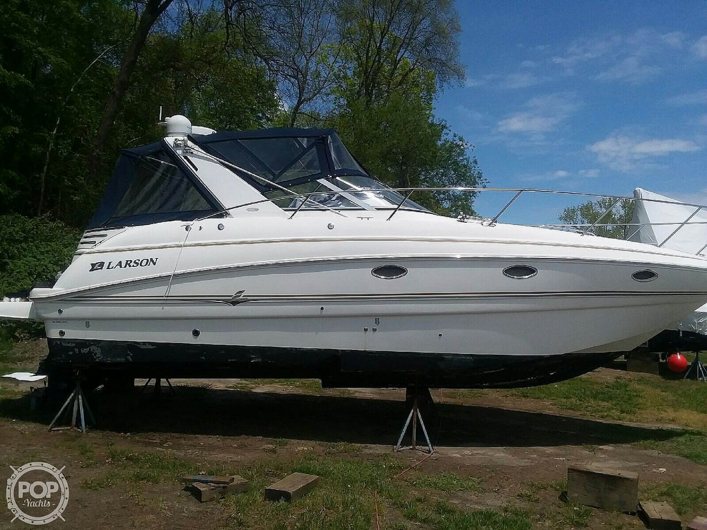 2005 Larson boat for sale, model of the boat is Cabrio 330 & Image # 3 of 40