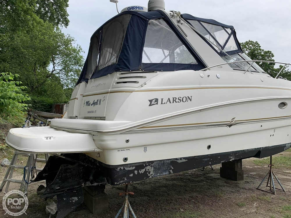 2005 Larson boat for sale, model of the boat is Cabrio 330 & Image # 4 of 40