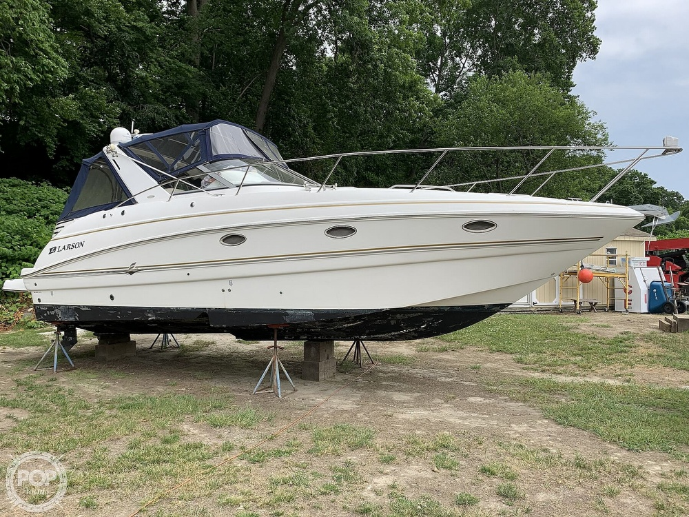 2005 Larson boat for sale, model of the boat is Cabrio 330 & Image # 18 of 40