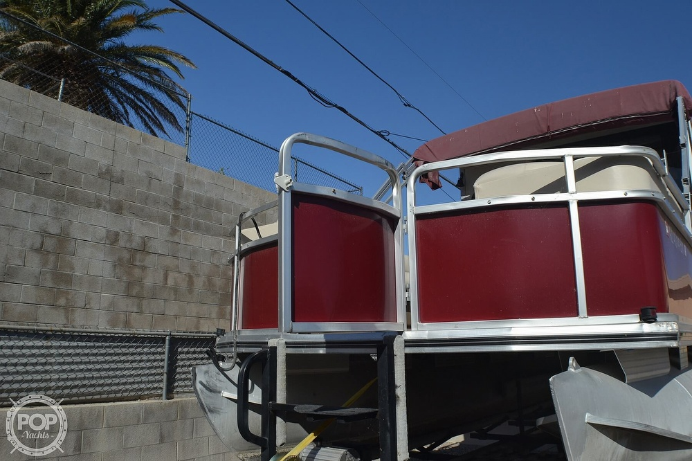 2001 Sun Tracker boat for sale, model of the boat is 32 Party Cruiser & Image # 6 of 40