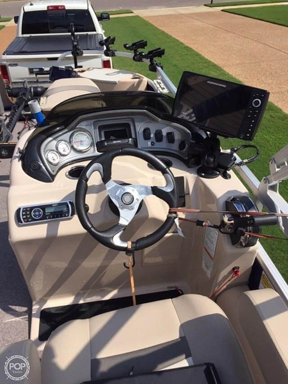 2016 Sun Tracker boat for sale, model of the boat is Fishing Barge 22DLX & Image # 12 of 41