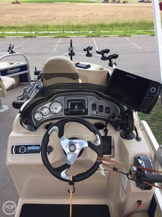 2016 Sun Tracker boat for sale, model of the boat is Fishing Barge 22DLX & Image # 3 of 41