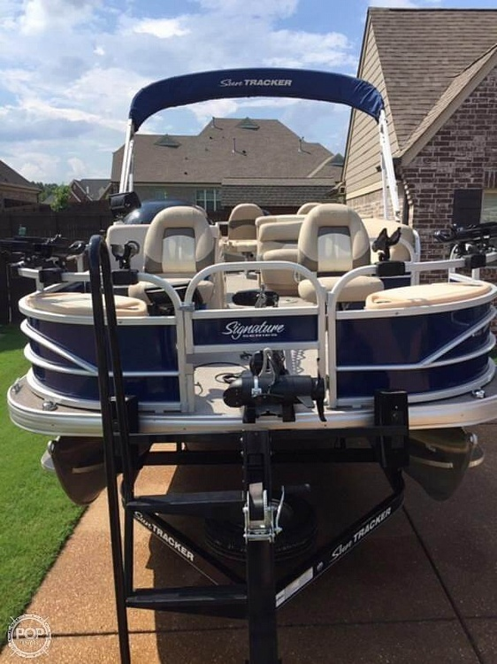 2016 Sun Tracker boat for sale, model of the boat is Fishing Barge 22DLX & Image # 2 of 41