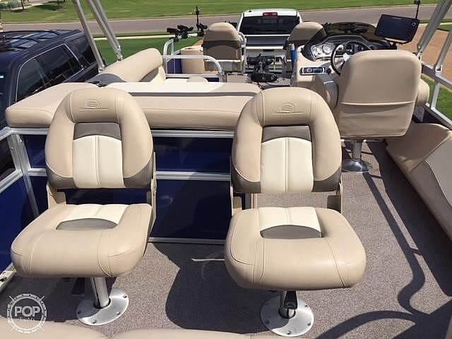 2016 Sun Tracker boat for sale, model of the boat is Fishing Barge 22DLX & Image # 8 of 41