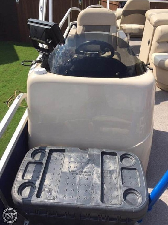 2016 Sun Tracker boat for sale, model of the boat is Fishing Barge 22DLX & Image # 13 of 41
