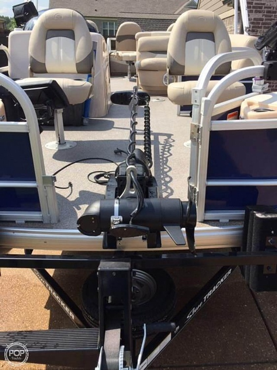 2016 Sun Tracker boat for sale, model of the boat is Fishing Barge 22DLX & Image # 26 of 41