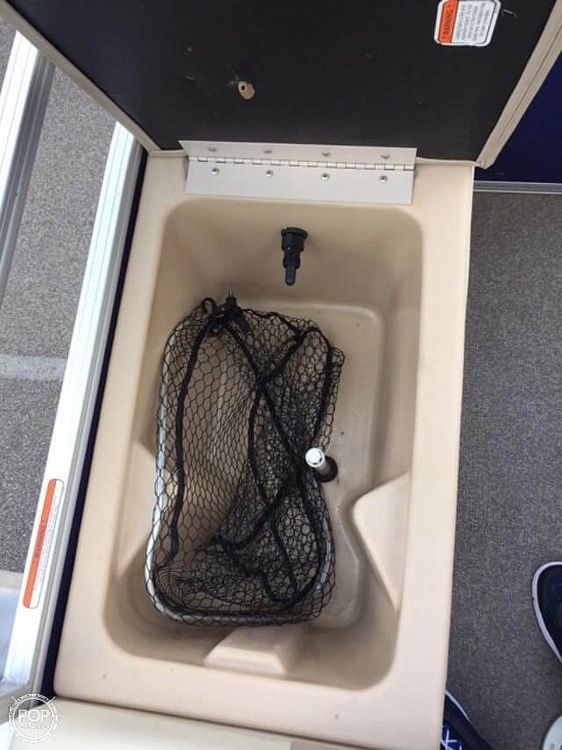 2016 Sun Tracker boat for sale, model of the boat is Fishing Barge 22DLX & Image # 32 of 41
