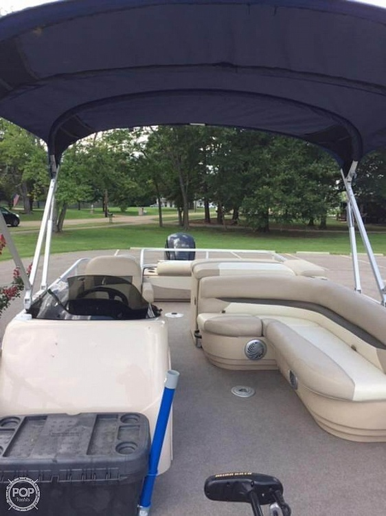 2016 Sun Tracker boat for sale, model of the boat is Fishing Barge 22DLX & Image # 36 of 41