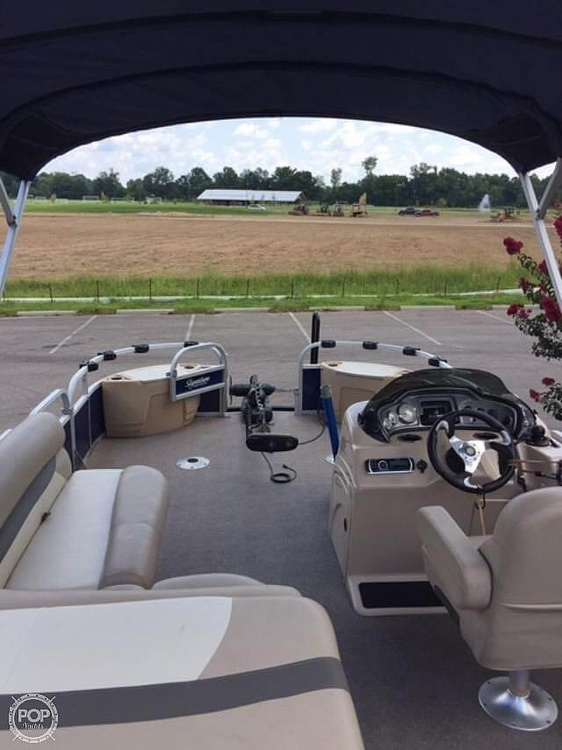 2016 Sun Tracker boat for sale, model of the boat is Fishing Barge 22DLX & Image # 37 of 41