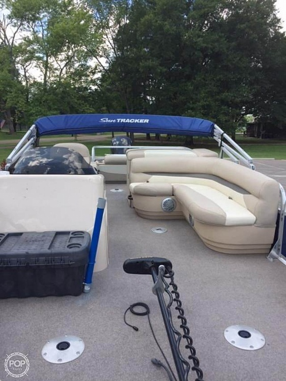 2016 Sun Tracker boat for sale, model of the boat is Fishing Barge 22DLX & Image # 39 of 41