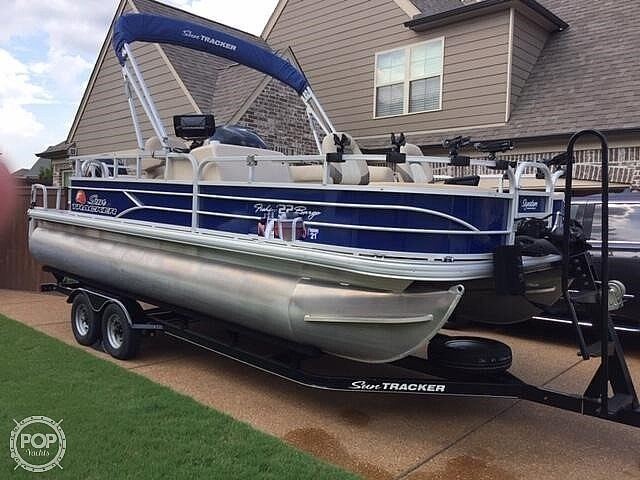 2016 Sun Tracker boat for sale, model of the boat is Fishing Barge 22DLX & Image # 11 of 41
