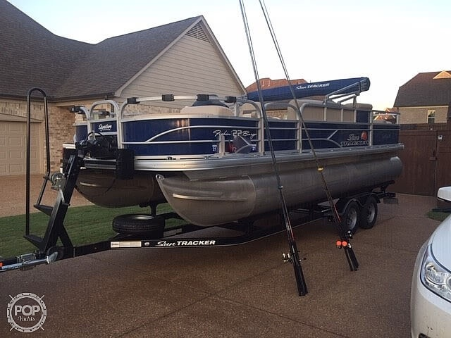 2016 Sun Tracker boat for sale, model of the boat is Fishing Barge 22DLX & Image # 10 of 41