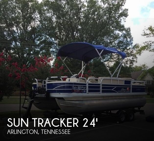 2016 Sun Tracker boat for sale, model of the boat is Fishing Barge 22DLX & Image # 1 of 41
