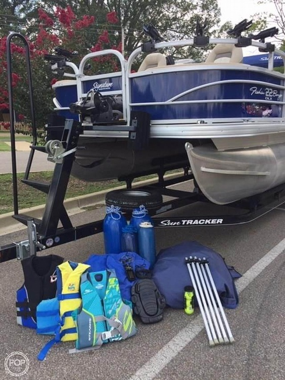2016 Sun Tracker boat for sale, model of the boat is Fishing Barge 22DLX & Image # 6 of 41