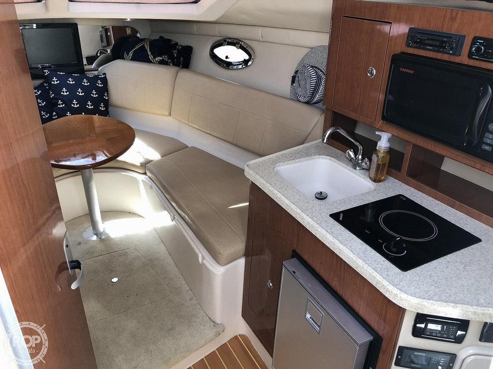 2008 Regal boat for sale, model of the boat is 2565 window express & Image # 5 of 40