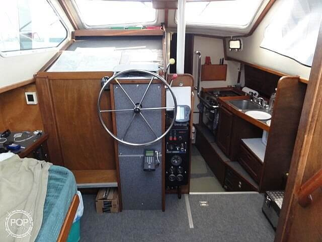 1982 U.S. Yacht boat for sale, model of the boat is 35 & Image # 10 of 13