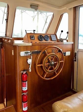 2001 Mainship 390 Trawler - image 8