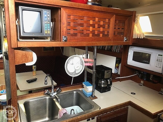 1989 Catalina Yachts boat for sale, model of the boat is 34 & Image # 12 of 40