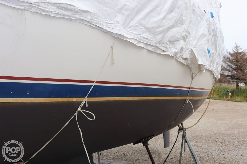 1989 Catalina Yachts boat for sale, model of the boat is 34 & Image # 25 of 40