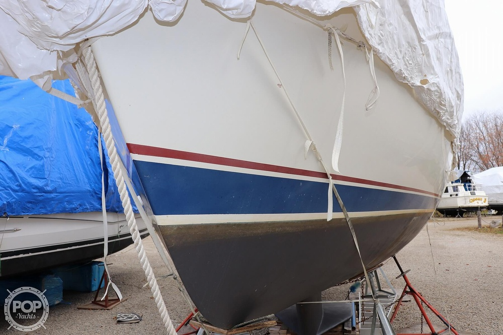 1989 Catalina Yachts boat for sale, model of the boat is 34 & Image # 27 of 40