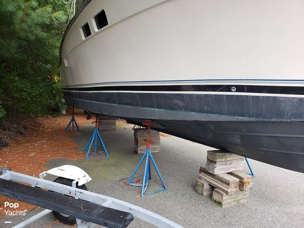 1988 Trojan boat for sale, model of the boat is 32 Sedan Flybridge & Image # 6 of 40