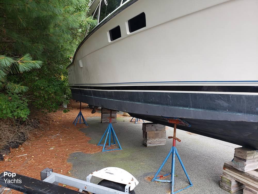 1988 Trojan boat for sale, model of the boat is 32 Sedan Flybridge & Image # 7 of 40