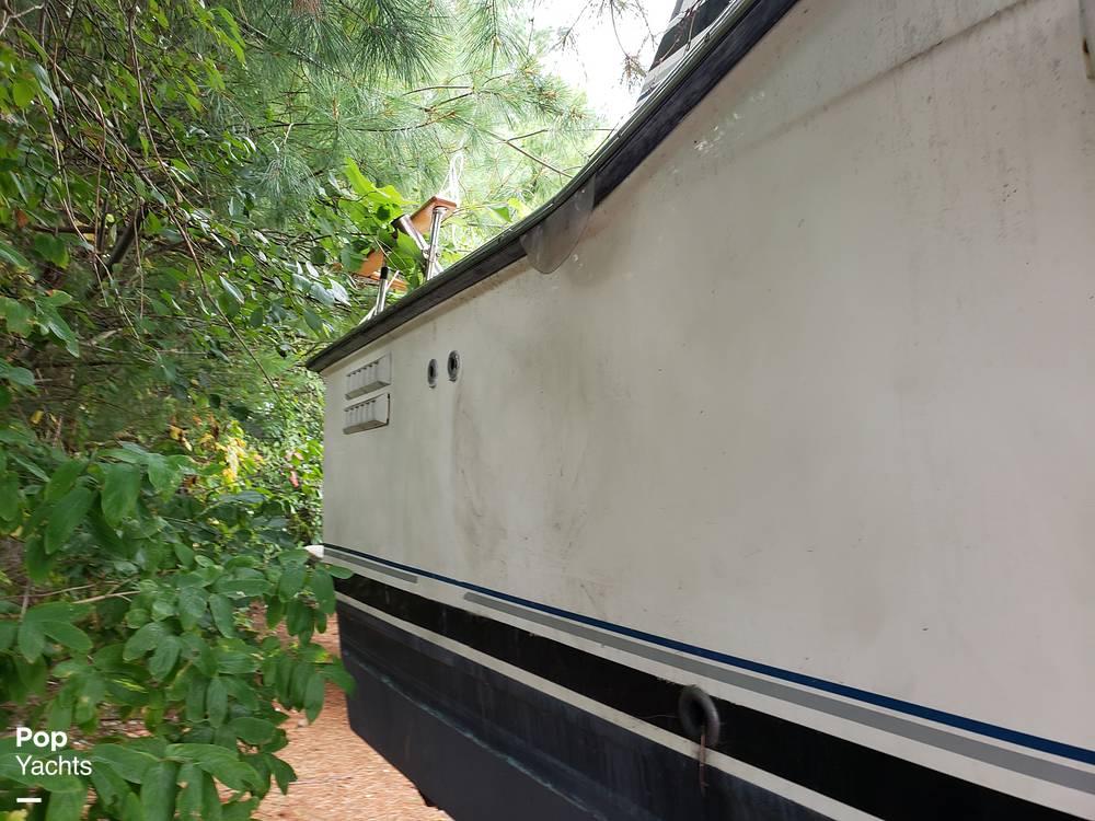 1988 Trojan boat for sale, model of the boat is 32 Sedan Flybridge & Image # 15 of 40
