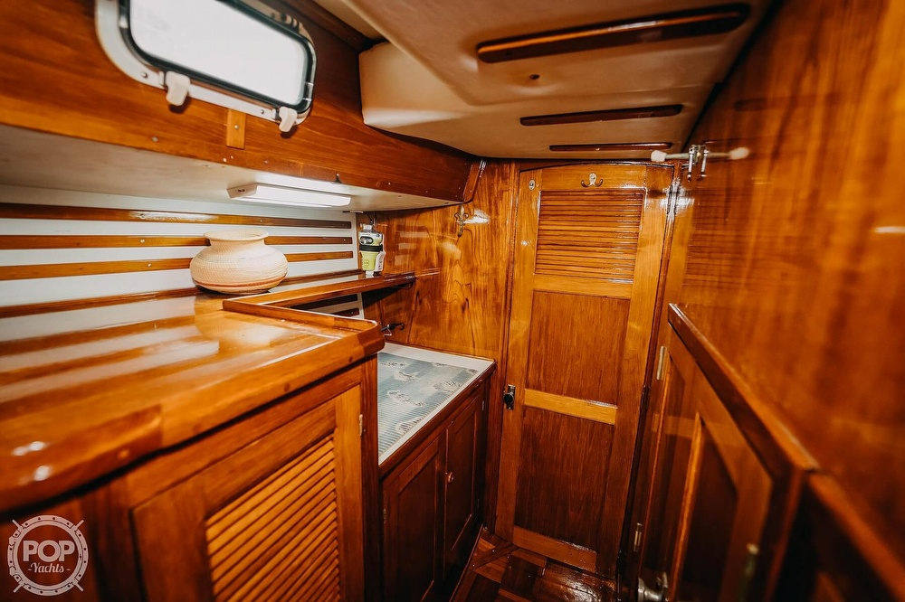 1985 Endeavour boat for sale, model of the boat is 40 & Image # 6 of 17