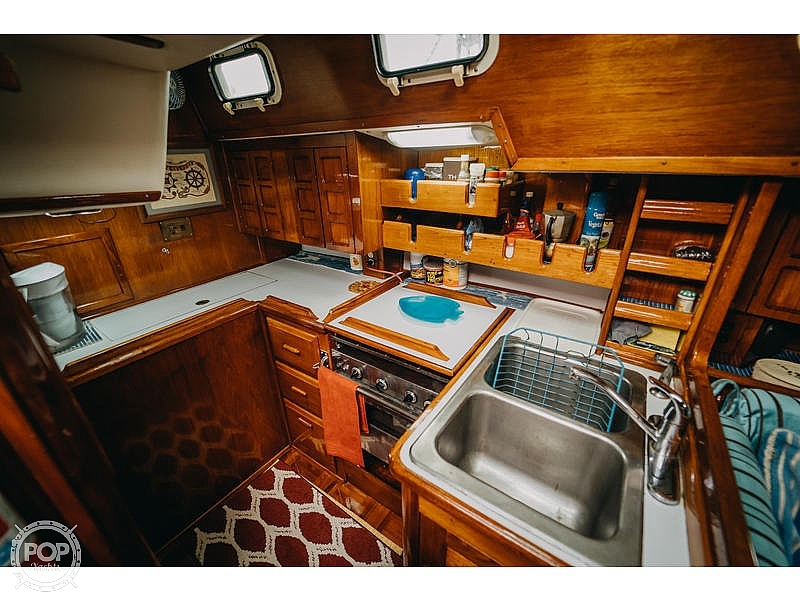 1985 Endeavour boat for sale, model of the boat is 40 & Image # 4 of 17