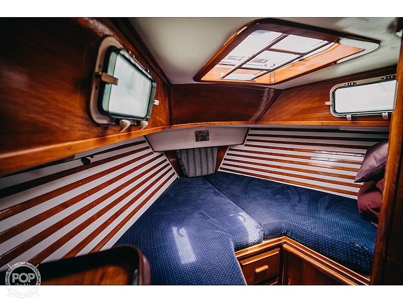 1985 Endeavour boat for sale, model of the boat is 40 & Image # 7 of 17