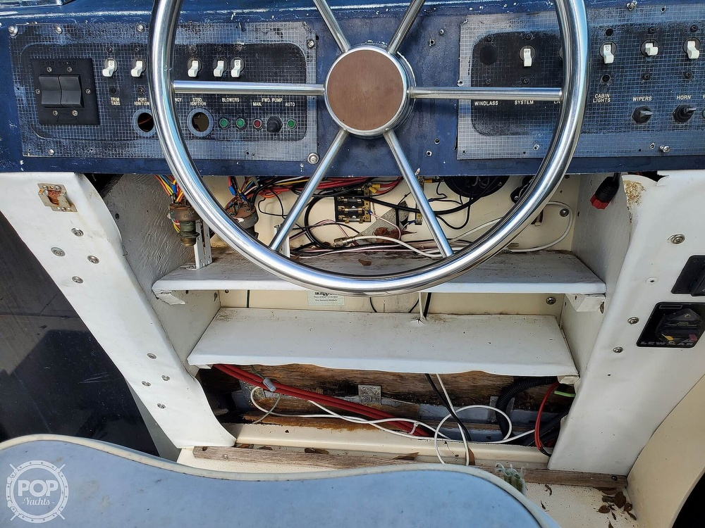 1986 Sea Ray boat for sale, model of the boat is 31 & Image # 38 of 40