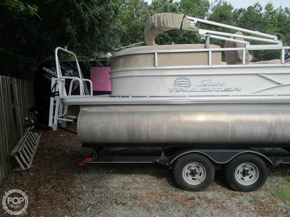 2017 Sun Tracker boat for sale, model of the boat is Party Barge & Image # 11 of 40
