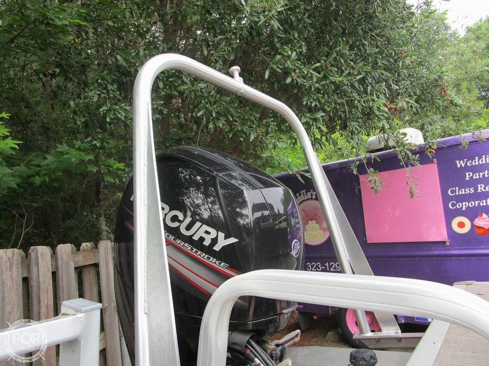 2017 Sun Tracker boat for sale, model of the boat is Party Barge & Image # 18 of 40