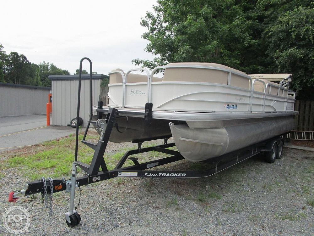 2017 Sun Tracker boat for sale, model of the boat is Party Barge & Image # 27 of 40