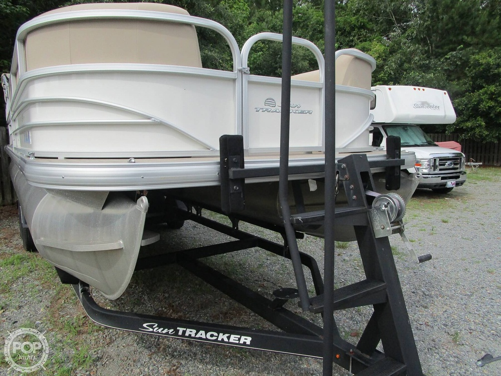 2017 Sun Tracker boat for sale, model of the boat is Party Barge & Image # 29 of 40