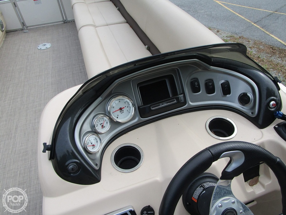 2017 Sun Tracker boat for sale, model of the boat is Party Barge & Image # 37 of 40