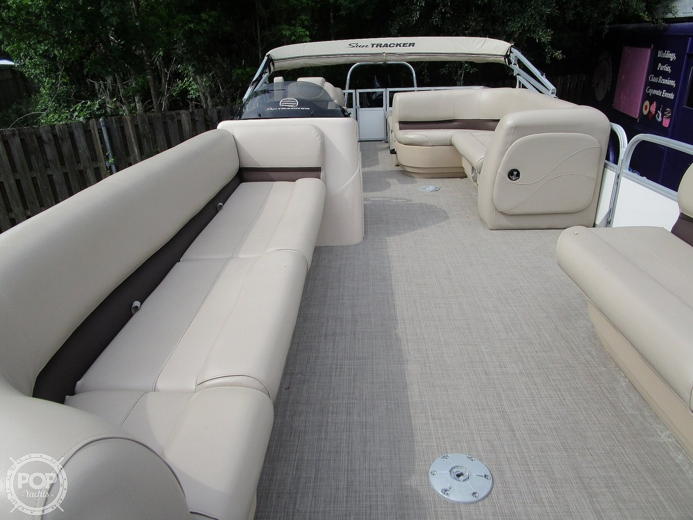 2017 Sun Tracker boat for sale, model of the boat is Party Barge & Image # 6 of 40