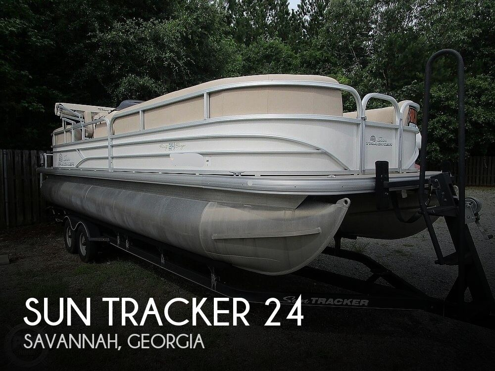 2017 Sun Tracker boat for sale, model of the boat is Party Barge & Image # 1 of 40