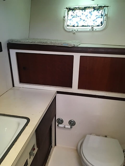 1973 Hatteras boat for sale, model of the boat is 38 Double Cabin & Image # 26 of 41