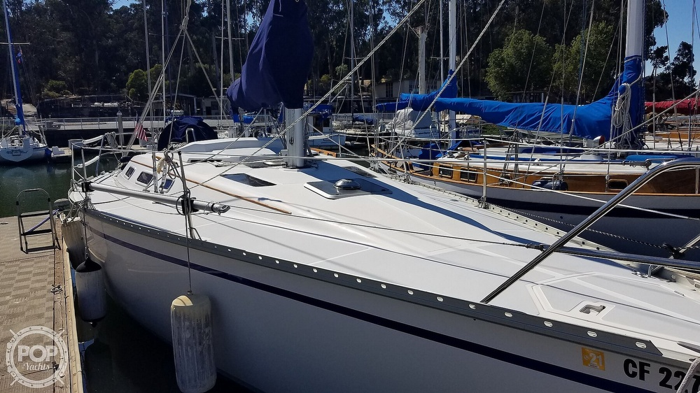 1989 Hunter boat for sale, model of the boat is Legend 37 & Image # 13 of 40